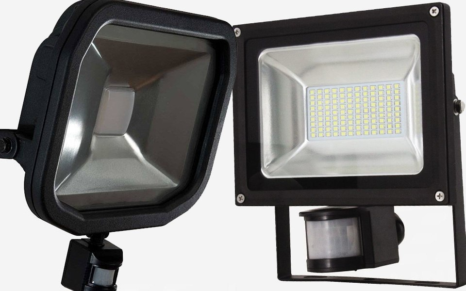 LED Floodlights with PIRt